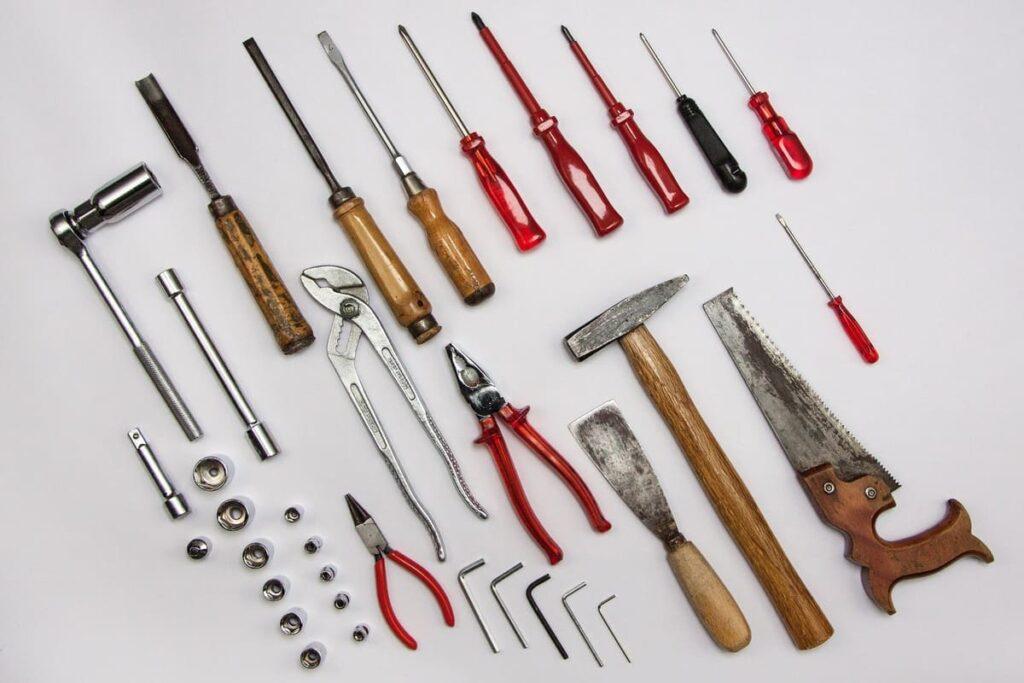 Tipi-di-strumenti-per-rimuovere-la-moquette